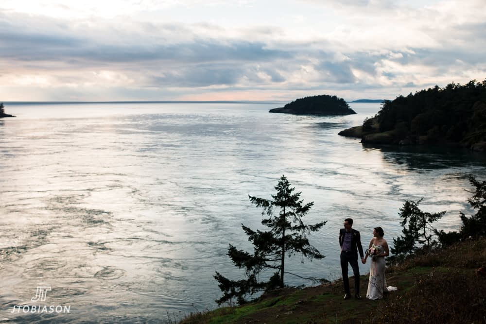 bride and groom deception pass state park wedding