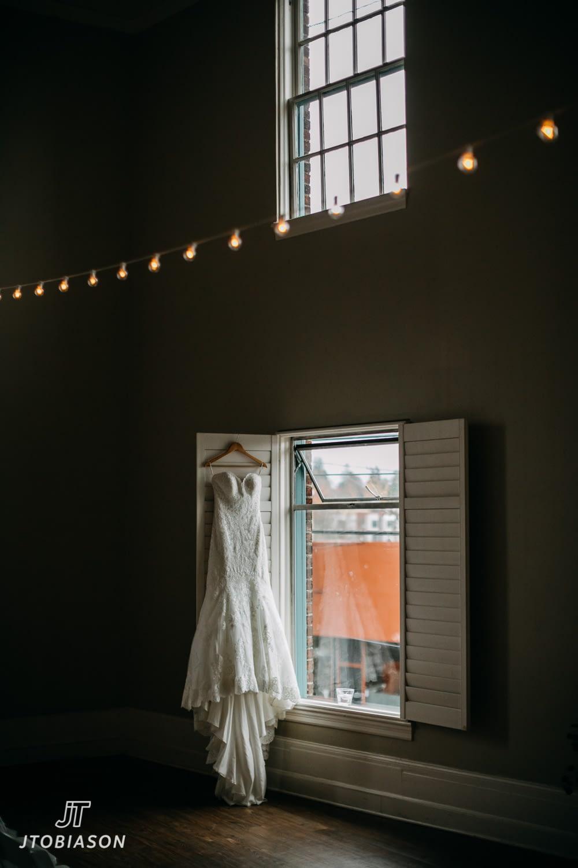 wedding dress great hall at green lake wedding photo